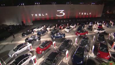首批特斯拉Model 3交付 玻璃车顶没有仪表盘