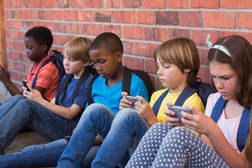 """对手机上瘾?硅谷精英早已让子女""""逃离屏幕"""""""