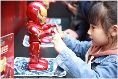 """风靡全球 """"复联4""""一个响指带火一款钢铁侠机器人"""