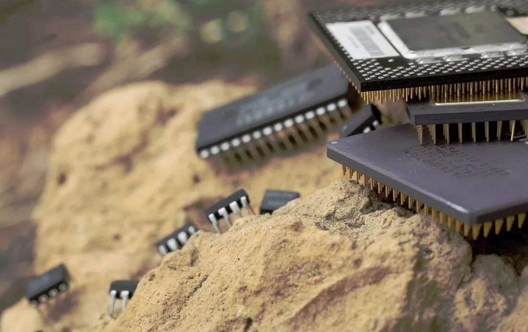 """现实版""""点石成金"""":芯片是怎样从沙子炼成的?"""