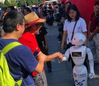 北大又添科技范儿 中国移动北京公司携5G迎新生入校
