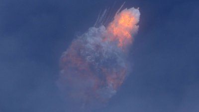 """SpaceX完成""""飞行中发射中止测试"""" 飞船软着陆"""