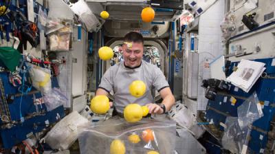 人类长期生活在外太空将对人体带来各种健康风险