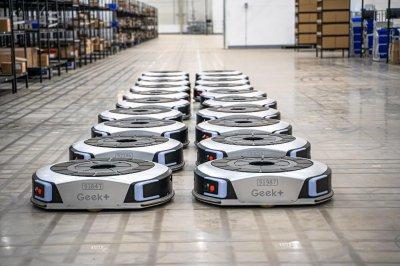 电商企业和AI企业争锋 物流机器人行业迎来春天